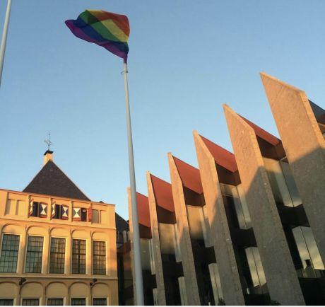 Oproep Zwolse raad om regenboogvlag te hijsen